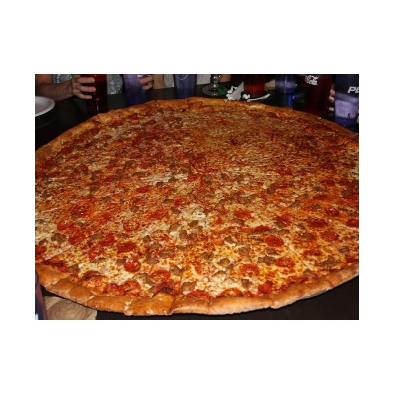 A Notorious, da Pinhead's Pizza de Dublin, Irlanda, considerada a maior pizza do país.